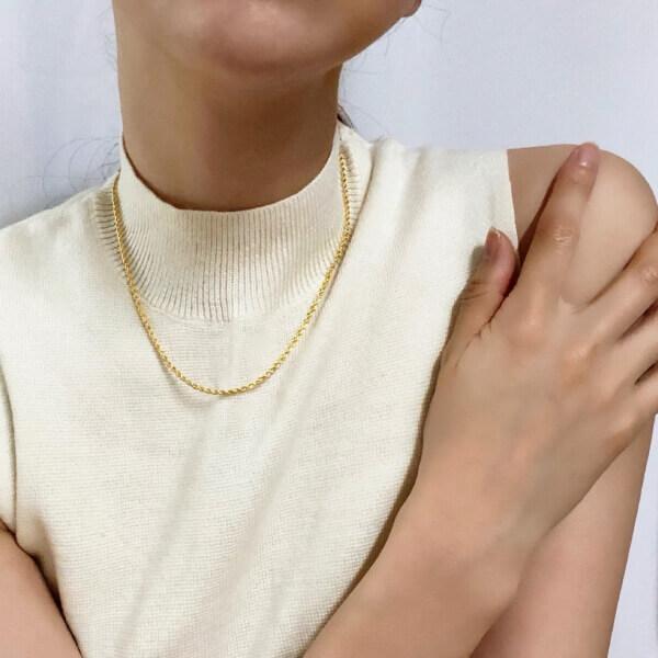韓国シンプルネックレス装着画像